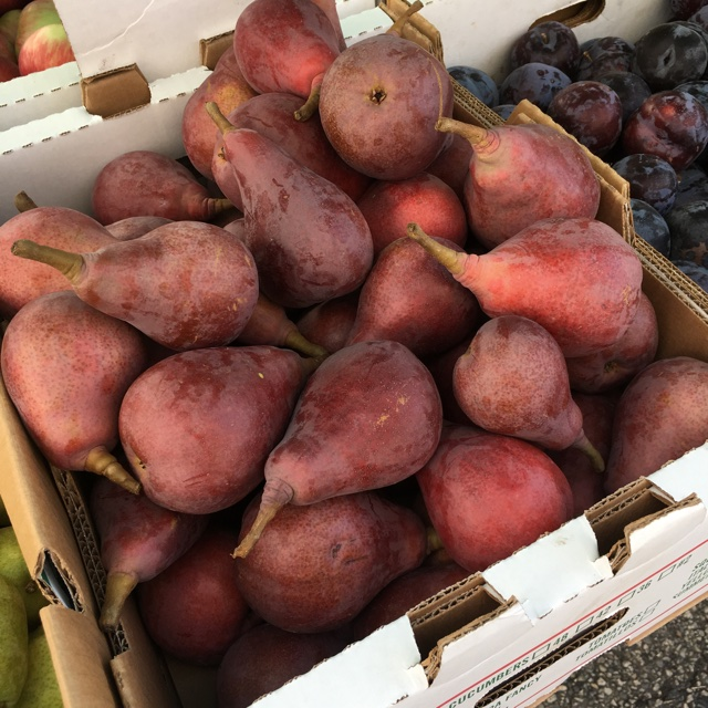 Red Bartlett Pears Information, Recipes And Facts